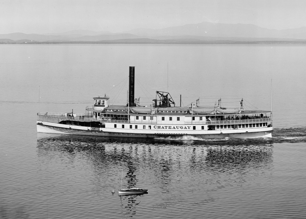 586_1910-1920 loc same ship, but on lake champlain